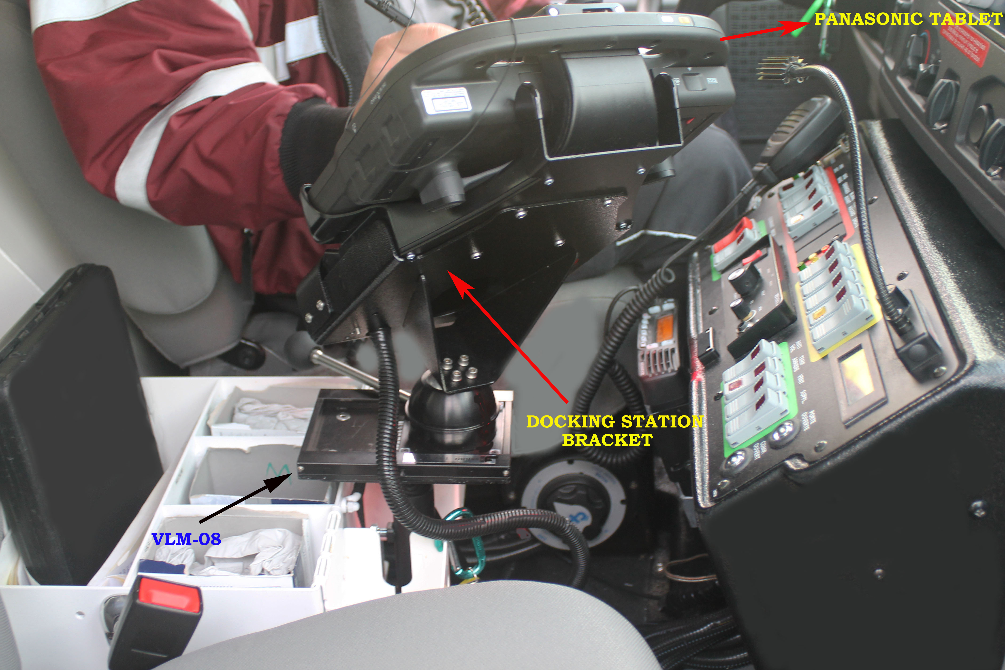 VLM-08 Vehicle Computer Mount in Ambulance, rearview of panasonic tablet mount - Rossbro - Québec, Canada